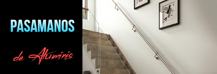 pasamanos de aluminio colocado en una escalera interior