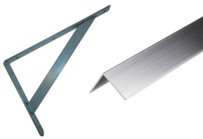 Un ángulo de aluminio para escaleras y un perfil de ángulo de aluminio