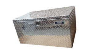 Una caja de aluminio para camioneros y herramientas