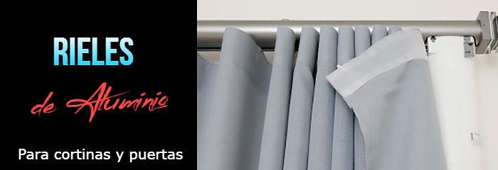 Una cortina con un riel en aluminio
