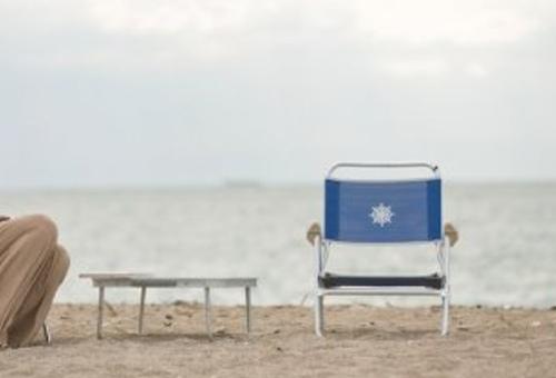 Una silla de aluminio plegable para usar en la playa