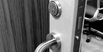 cerradura para puerta corredera de aluminio con llave