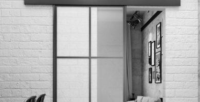 puerta corrediza de aluminio y cristal colgante